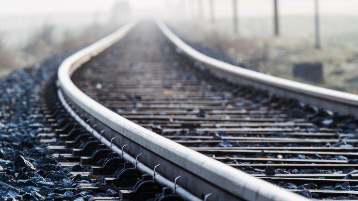 Freiberufler Oliver Knittel mußte mit dem Zug zweimal quer durch die ganze Republik, um sich bei zwei potenziellen Auftraggebern vorzustellen.