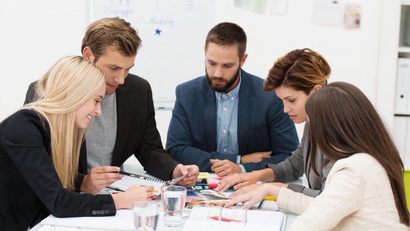 Kommunikation ist keine Einbahnstraße – vor allem am Arbeitsplatz ist ein regelmäßiger Austausch im Gespräch wichtig.