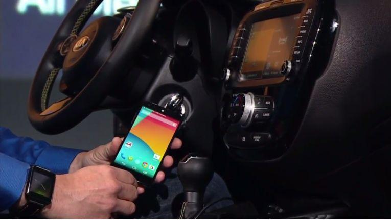 """Das neue """"Android Auto"""" verbindet das Android-Gerät des Fahrers mit dem Fahrzeug."""