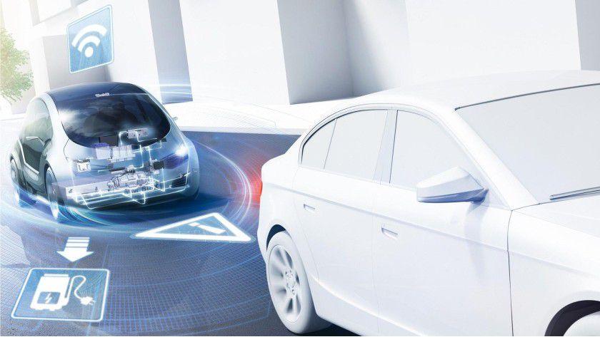 """Das Auto von morgen """"spricht"""" mit anderen Fahrzeugen und der Umgebung, etwa Sensoren, Ampeln und Parkplatz-Managementsystemen. Zudem ist es über Mobilfunk an das Internet angebunden."""