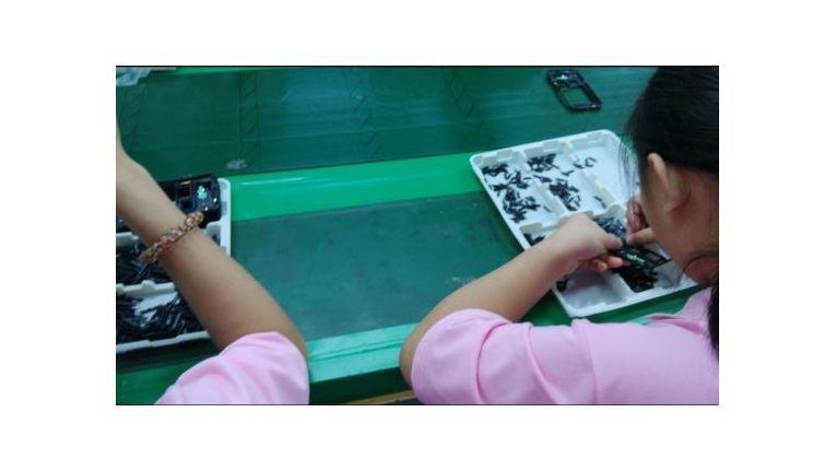 Kinder in der Fabrik von Shinyang Electronics