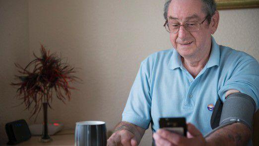 Allerlei Helferlein überwachen die Gesundheit. Künftig könnten zum Wohle aller anonymisierte Patientendaten ausgetauscht werden.