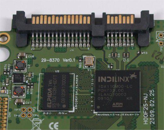 SATA-Controller und Pufferspeicher der Transcend-SSD TS120GSSD25D-M