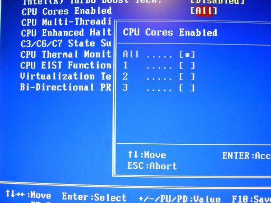 Weitere Funktionen: Im gleichen Menü lassen sich weitere Einstellungen zum Verhalten der CPU vornehmen. So könne hier beispielsweise CPU-Kerne explizit an- oder abgeschaltet werden.