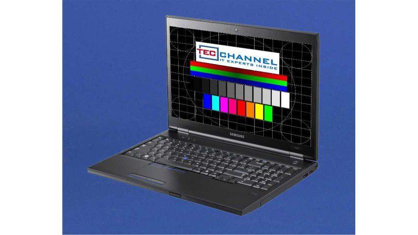 Samsung 400B5B H01: Das Display dieser Modellvariante arbeitet mit 1600 x 900 Bildpunkten und LED-Hintergrundbeleuchtung.