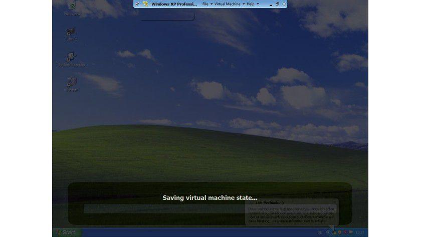 Wiederbelebung: Auch wenn eine virtuelle Maschine eingefroren ist, lässt sie sich meist mit einem Klick auf das X am oberen Fensterrand in den Ruhezustand versetzen.