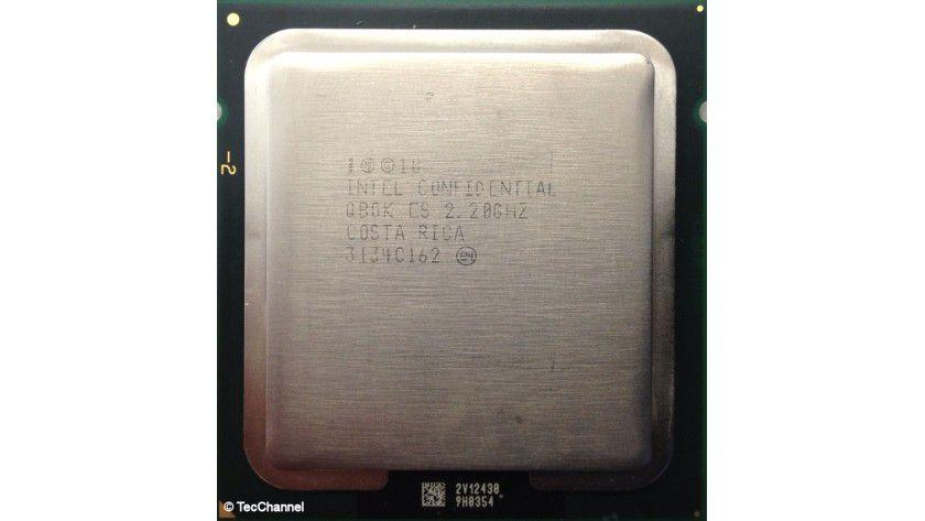 Intel Xeon E5-2430: Der neue 6-Core-Prozessor mit Sandy-Bridge-EN-Architektur verfügt über 15 MByte L3-Cache. Die Socket-B2-CPU arbeitet mit 2,2 GHz Basistaktfrequenz und besitzt einen Triple-Channel-Speicher-Controller für DDR3-1333-DIMMs.