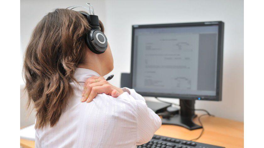 Arbeitsalltag: Viele der Befragten gaben an unter Nackenschmerzen zu leiden.