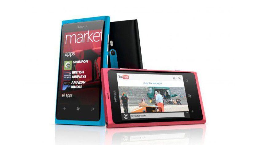 Schick: Das gelungene Design des Lumia 800 entspricht dem des N9, dem ersten und wahrscheinlich auch letztem Nokia-Smartphone, auf dem das Linux-Betriebssystem Meego läuft.