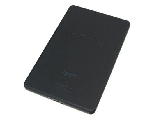 Die Rückseite des Gehäuses ist gummiert: Der Amazon Kindle Fire liegt dadurch angenehm in der Hand