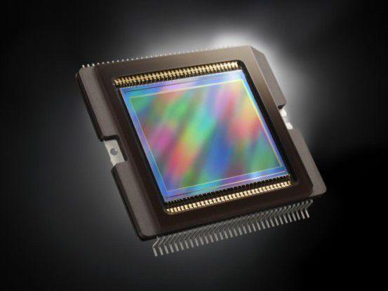 Die Canon Powershot G1 X setzt einen CMOS-Sensor mit 14,2 Megapixeln ein.