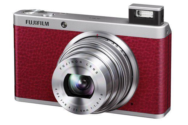 Die Fujifilm XF1 ist eine anspruchsvolle Kompaktkamera im klassischen Metallgehäuse mit Leder-Look. Ihr Preis beträgt 449 Euro.