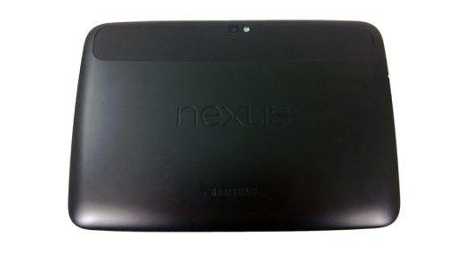Identifiziert: Auf der Rückseite des Kunststoffgehäuse gibt sich Samsung als Nexus-Hersteller zu erkennen.
