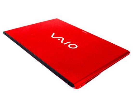 Schick, aber fleckenanfällig: Das rote Gehäuse des Sony Vaio Pro 13