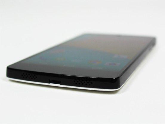 Auf der Unterseite des Nexus 5 befinden sich zwei Lautsprecher, die einen guten Sound bieten.