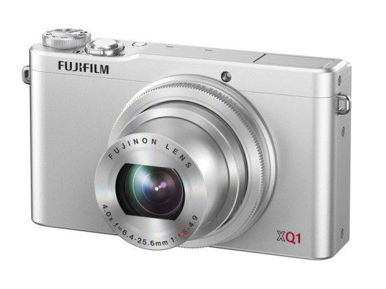 Über den manuellen Objektivring der Fujifilm XQ lassen sich verschiedene Parameter einstellen.