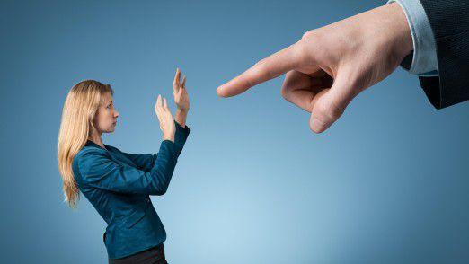 Oft können Mitarbeiter die Freundschaftsanfrage des Chefs gar nicht ablehnen.