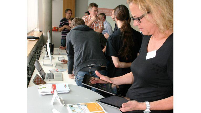 Rund 50 Vertreter der bezugsberechtigten Hochschulen informierten sich während der Veranstaltung der Rednet AG über die Apple-Geräte und deren Möglichkeiten.