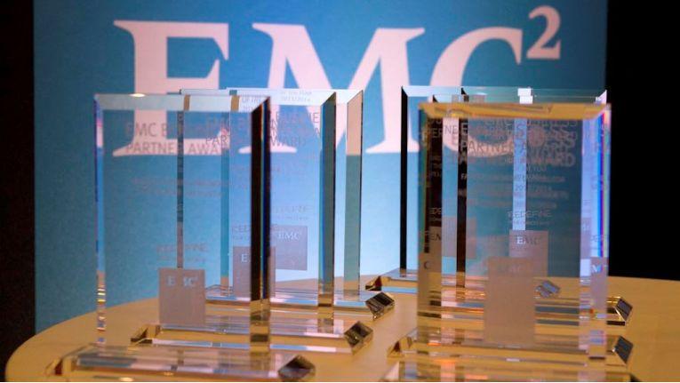 Das waren die begehrten Trophäen, mit denen EMC seine besten Partner in diversen Kategorien auszeichnete.