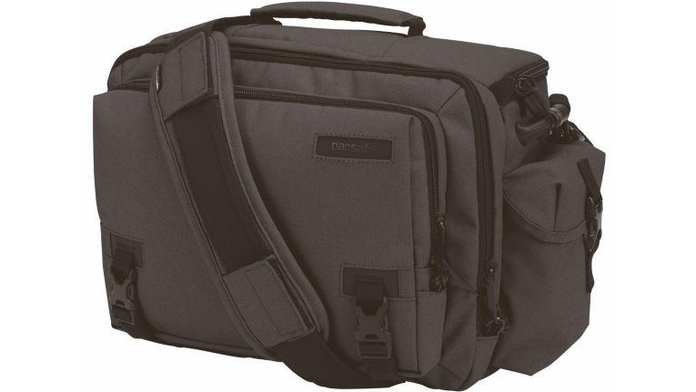 Die Camsafe V Serie besteht aus 12 Modellen, die standardmäßig über eXomesh Schlitzschutz, Carrysafe Slashguard-Gurt, Sicherheitsreißverschluss, RFIDsafe Schutzmaterial und verzahnte Reißverschlussschieber verfügen.