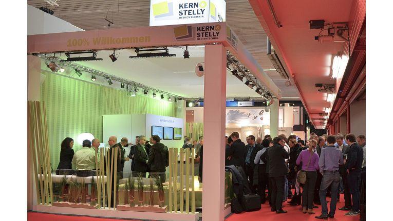 """Das Kern & Stelly-Team freut sich auf Fachhandelsbesuch in Amsterdam, Halle 1, Stand Q75, und heißt diesen """"100 Prozent Willkommen""""."""