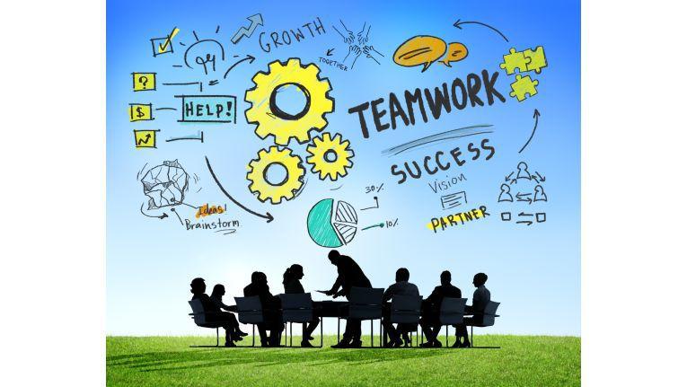 Die Anforderungen an ein modernes Projektmanagement sind komplex: Kurze Innovationszyklen erfordern straffe Zeit- und Kostenrahmen, meist müssen mehrere Partner und Lieferanten eingebunden werden. Die Mitglieder des Projektteams arbeiten in den verschiedensten Ecken der Welt und sollen trotzdem eng zusammenarbeiten.
