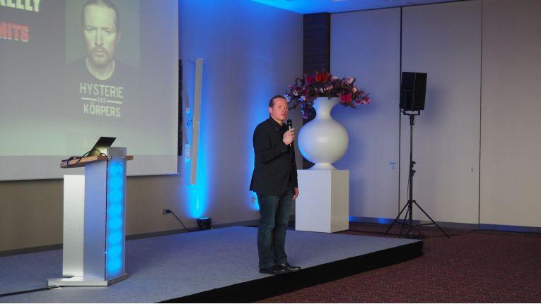 Einer der Keynote-Speaker der Konferenz war Joey Kelly, der in einem Motivationsvortrag darüber referierte, wie er durch Selbstüberwindung, dezidierte Planung und konsequente Umsetzung seine Herausforderungen stets erfolgreich gemeistert hat.
