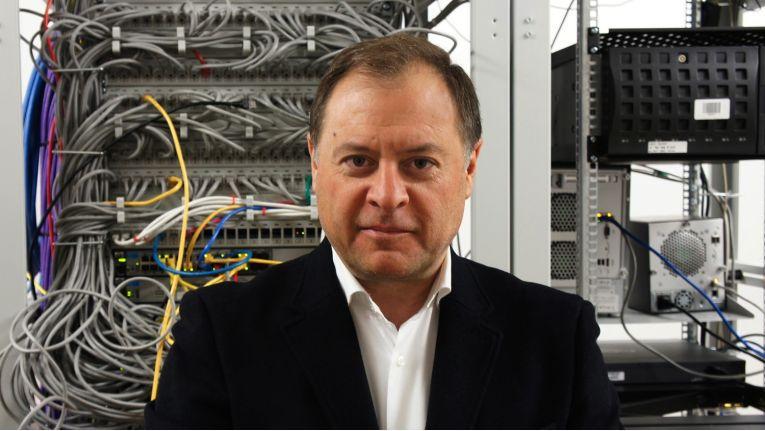 """Snom-CEO Nadahl Shocair: """" Die uns vom BMWi zur Verfügung gestellten Fördermittel waren bei der Entwicklung des abhörsicheren VoIP-Telefons ausgesprochen nützlich."""""""