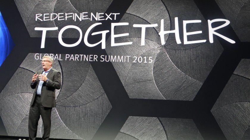 """Mit dem Motto Redefine.Next Together schwört EMCs globaler Channel- und Alliance-Manager Bill Scannell die Partner EMCs auf die kommenden Herausforderungen durchs Zeitalter der """"dritten Plattform"""" ein."""