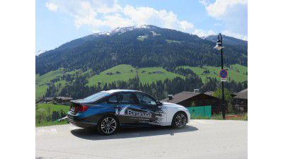 EMEA Conference 2015 in Alpbach: Barracuda-Partner vor Bergkulisse - Foto: Barracuda