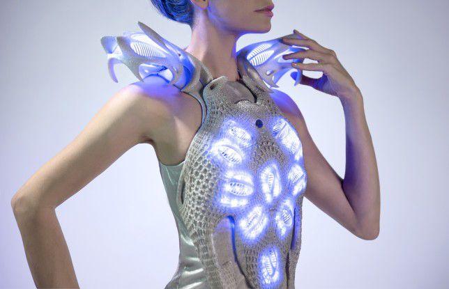 Stoff alleine genügt nicht mehr: Die Vernetzung macht künftig auch vor Designerkleidern nicht halt.