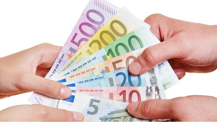 Arbeitnehmer freuen sich nicht nur über Geld, auch mit Sachzuwendungen kann der Chef ihnen seine Anerkennung für gute Arbeit aussprechen.
