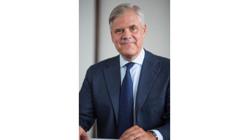 """Bundesbank-Vorstand Andreas Dombret: """"Das Bewusstsein für diese Risiken scheint mir noch nicht in allen Führungsetagen von Banken vorhanden zu sein. Hier gilt es, dringend aufzuholen und den Schutz der IT-Systeme und Kundendaten deutlich zu verbessern."""""""