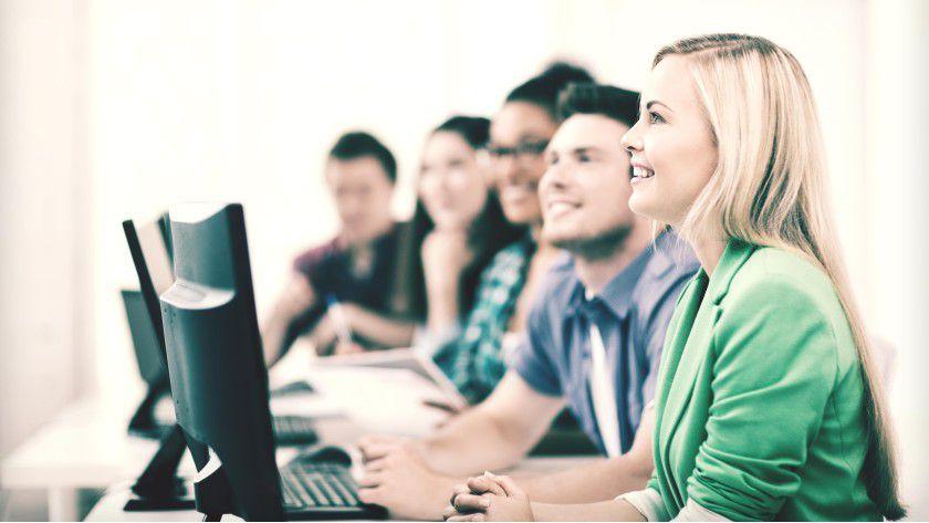 Der IT-Nachwuchs lernt in den Vorlesungen und im Job.