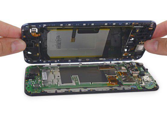 Das Google Nexus 6 halten ganze 22 Schrauben zusammen.
