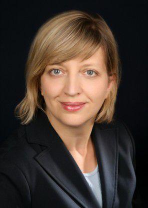 Claudia Fischer erklärt, dass die klassischen Microsoft-Lizenzmodelle mit Server- und Zugriffslizenzierung Auslaufmodelle sind.