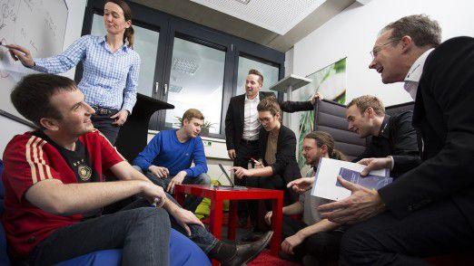 orderbase-Geschäftsführer Robert Holtstiege (rechts) sucht oft das Gespräch mit seinen Mitarbeitern, für ihn ist Vertrauen die wichtigste Zutat guter Führung.