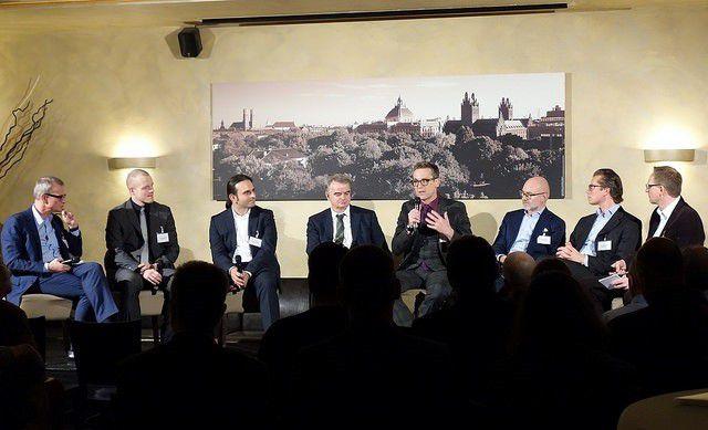 Chancen und Risiken der Digitalisierung: Hersteller und Anwender diskutierten kontrovers bei IT meets Press in München.