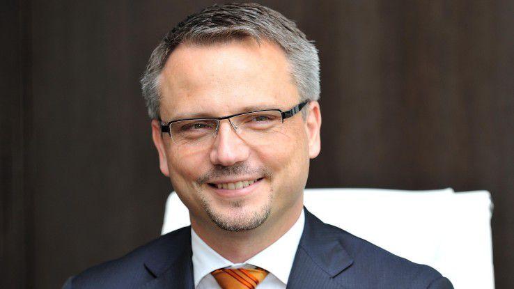proAlpha-CEO Friedrich Neumeyer ist davon überzeugt, dass Datenbrillen auf Dauer Handscanner ablösen werden.