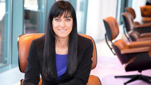 """Sandra Babylon, Accenture: """"Wenn Regierungen und Unternehmen die Geschwindigkeit verdoppeln, mit der Frauen digital kompetent werden, könnte Geschlechtergleichheit am Arbeitsplatz in den Industriestaaten bereits im Jahr 2040 erreicht werden, also 25 Jahre schneller als bei der jetzigen Entwicklung."""""""