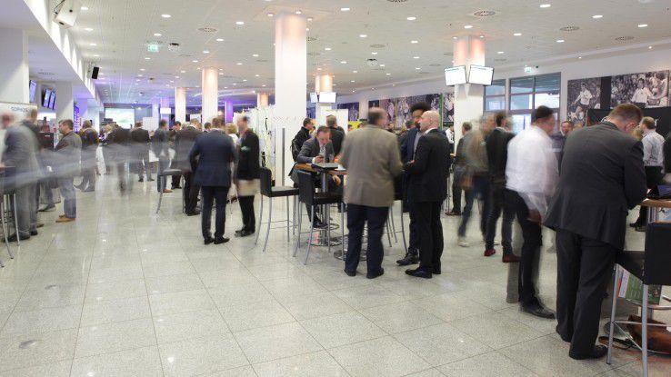 Bei der IT-Offensive 2015 drehte sich alles um die IT-Zukunft. Rund 250 Teilnehmer durften sich im Borussia Park in Mönchengladbach informieren, austauschen und ein ausgedehntes Rahmenprogramm genießen.