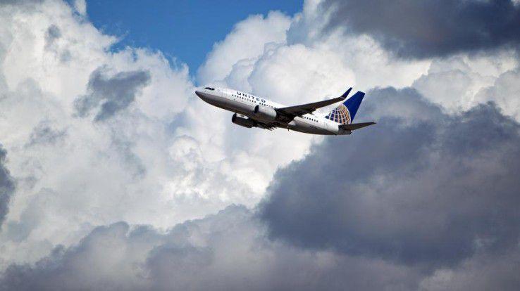 """Auf einem Flug der United Airlines von Chicago nach New York fiel Security-Experte Chris Roberts via Tweet """"unangenehm"""" auf - möglicherweise mit weitreichenden Folgen."""