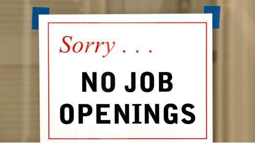 Wer im Bewerbungsgespräch bestimmte Grenzen überschreitet, steht ganz schnell vor verschlossenen Türen. Wir sagen Ihnen, welche Fehler Sie tunlichst vermeiden sollten.