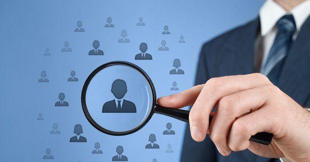 Im Wettbewerb um den richtigen Kandidaten sollten Unternehmen nicht nur im akuten Fall aktiv sein, sondern ein langfristiges Rekruiting-Konzept erstellen.