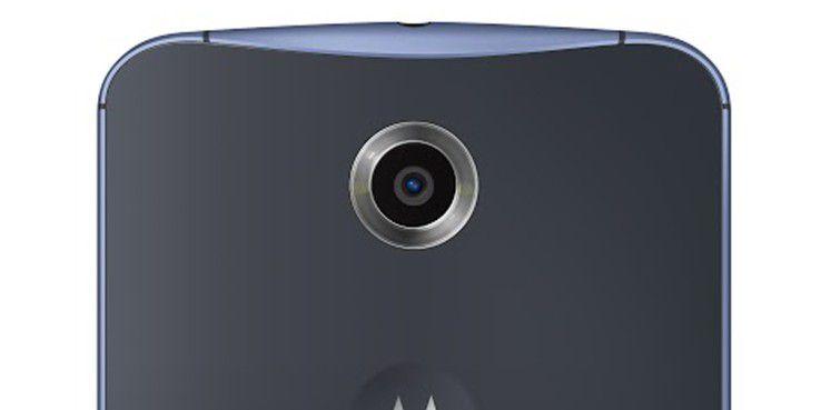 Der Ringblitz beinhaltet zwei LED-Blitze jeweils neben dem Objektiv, wodurch Motive bei schlechten Lichtverhältnissen gleichmäßig ausgeleuchtet werden und dadurch ihre Natürlichkeit behalten.