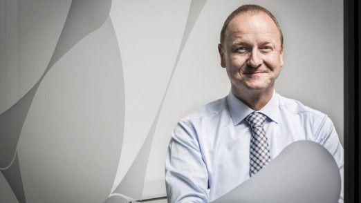 """""""Mit der Zusammenarbeit wollen wir uns Freiraum für den zügigen Ausbau des Kontraktlogistik-Geschäfts schaffen und gleichzeitig eine erstklassige Betreuung unserer bestehenden Kunden sicherstellen"""", sagt CIO Peter Schumann von der Schenker AG."""