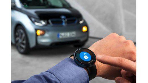Hersteller wie BMW binden auch moderne Wearables für die Steuerung von Fahrzeug-Funktionen ein.