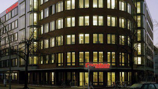 Der Cornelsen Schulbuchverlag mit Sitz in Berlin wollte die Möglichkeiten des bisherigen Außendienst-Berichtssystems weiterhin nutzen. Sie wurden aber um Offline-Funktionalitäten mit Synchronisation zu den Online-Daten ergänzt.
