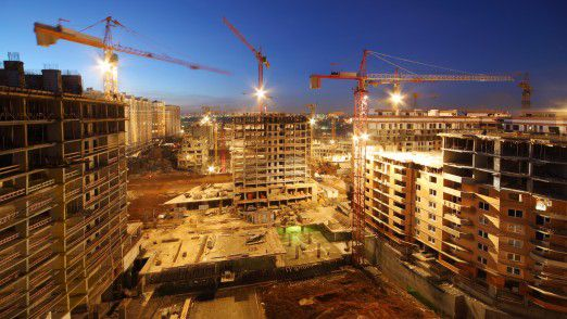 Die Baubranche profitiert massiv von den niedrigen Zinsen und der hohen Nachfrage.
