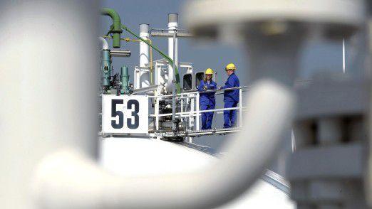 BASF-Tanklager in Ludwigshafen: Die Risiken für die Chemie-Branche steigen.